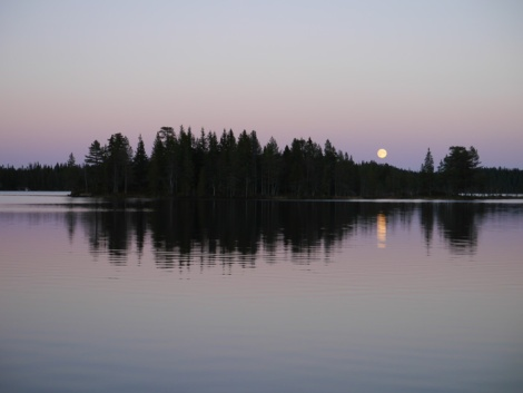Fredag kveld når månen står opp